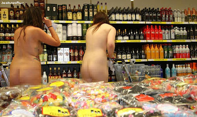 pesta-telanjang-dalam-pasar-raya-1