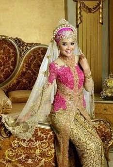 Gaun kebaya muslim tradisional
