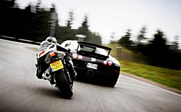 BMW S 1000 RR takes on a Bugatti Veyron Grand Sport Vitesse