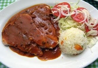 Bisteces de Res en Mole de Cacahuate