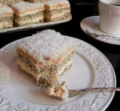 """Ciasto """"Weselna Dama"""" z Masą Budyniową i Makowym Biszkoptem - Przepis - Słodka Strona"""