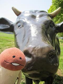 Namiki Gelato Cow Statue Shichinohe ナミキジェラート 牛の像 七戸町