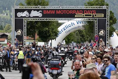 Η BMW Motorrad πούλησε πάνω από 15.000 μοτοσικλέτες και maxi scooters το μήνα Μάιο