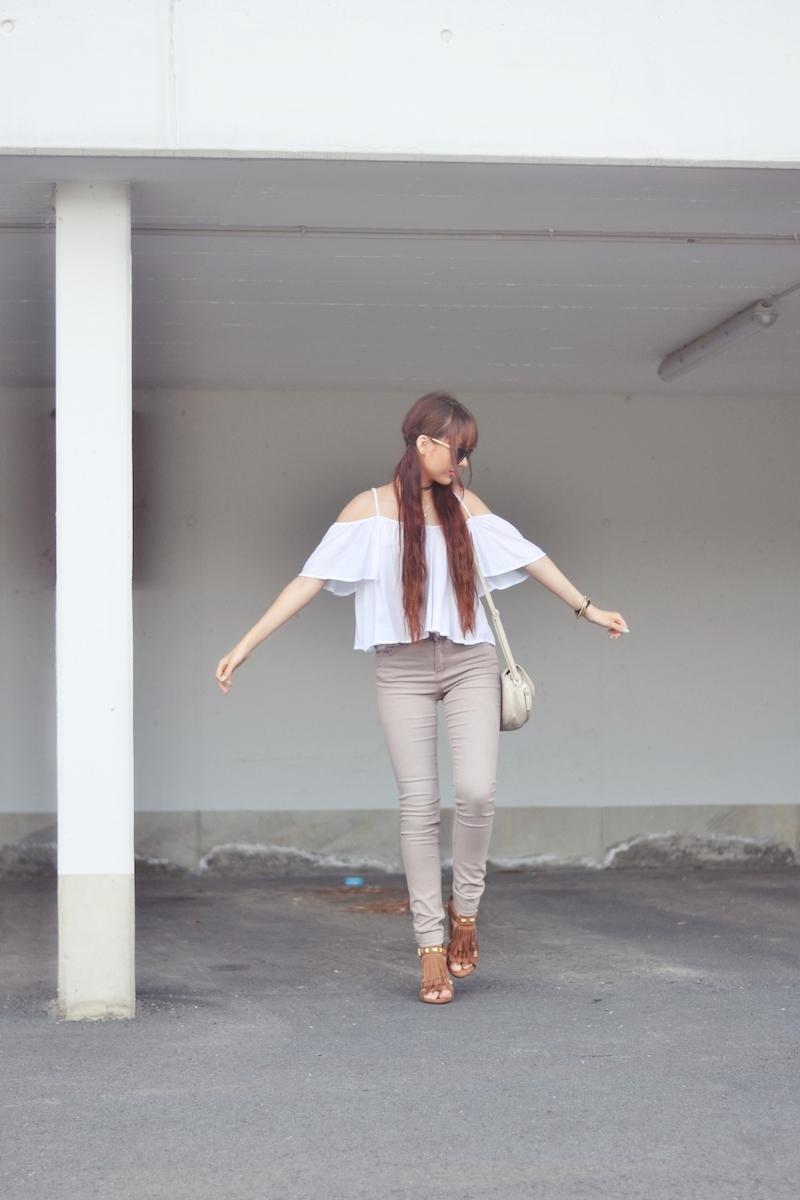 Outfit_offshoulder_Top_beige_Jeans_Schuhe_mit_Fransen_kombinieren_Fashionblogger_Viktoriasarina