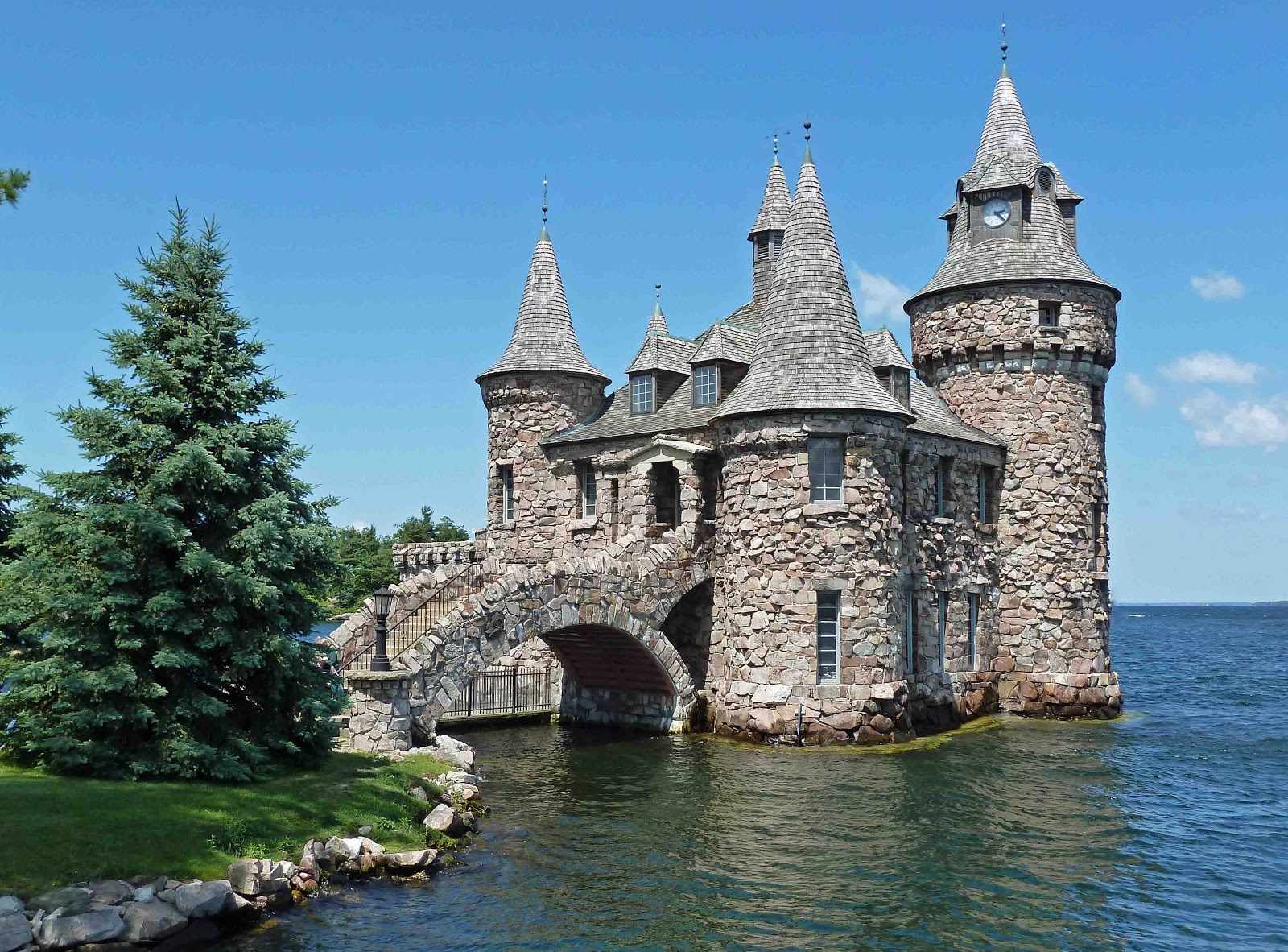 Last dance boldt castle heart island 1000 islands for Small castle house plans
