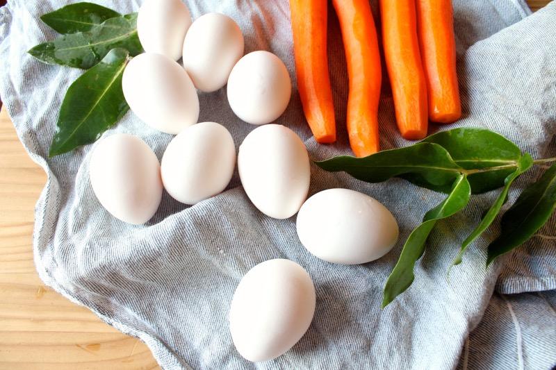 Kananmunia ja luomuporkkanoita
