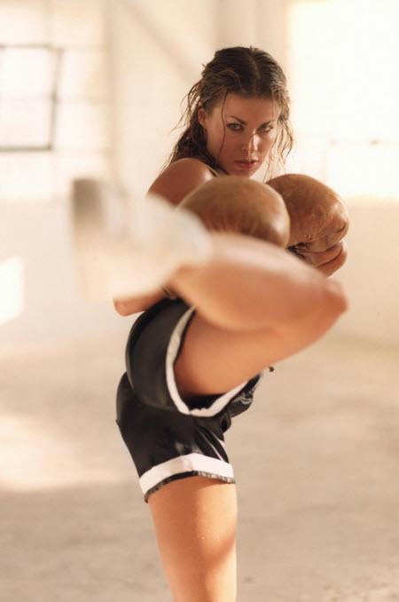 Carmen Elektra peleando