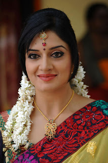 Vimla Raman looks absolutely gorgeous in a saree and traditional makeup In Kulumanali