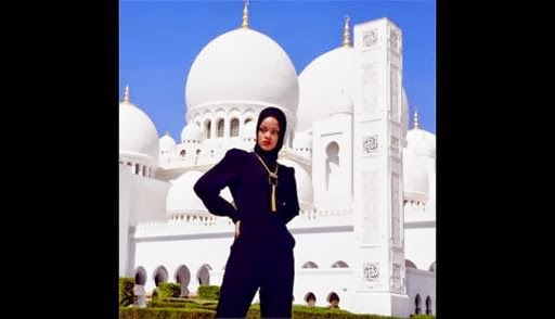 Rihanna Berjilbab