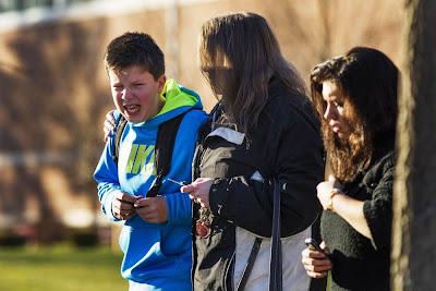 niño asustado llorando en matanza de colegio en estados unidos
