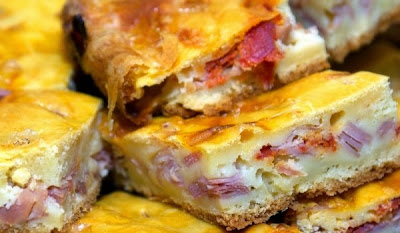 Pie ham and cheese for beginners steamed up of puff pastry with ham and cheese bread