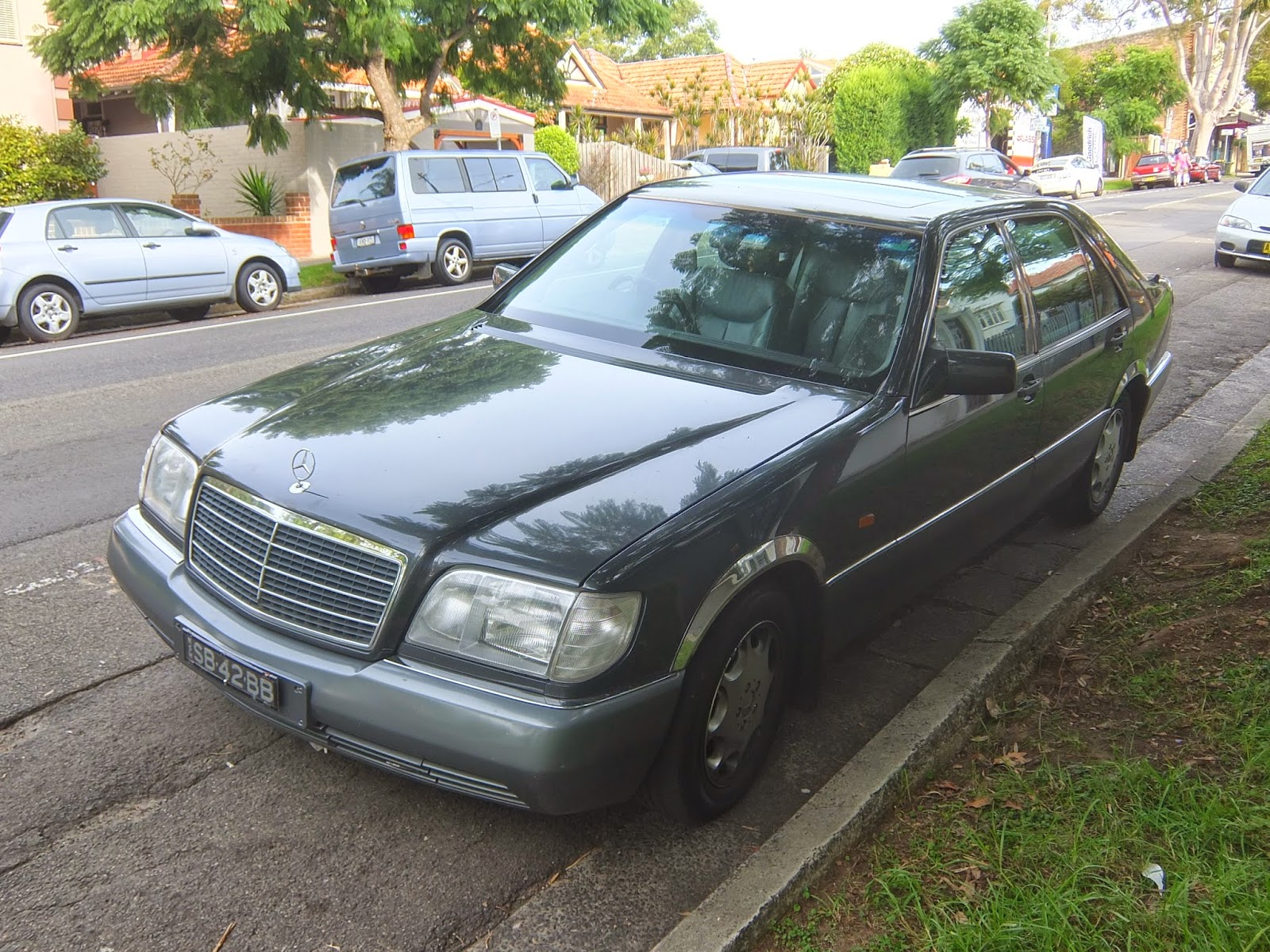 aussie old parked cars 1992 mercedes benz w140 400 sel. Black Bedroom Furniture Sets. Home Design Ideas