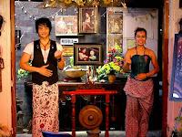 The Waroeng of Raminten Tempat Makan Asik dengan Menu Unik-unik