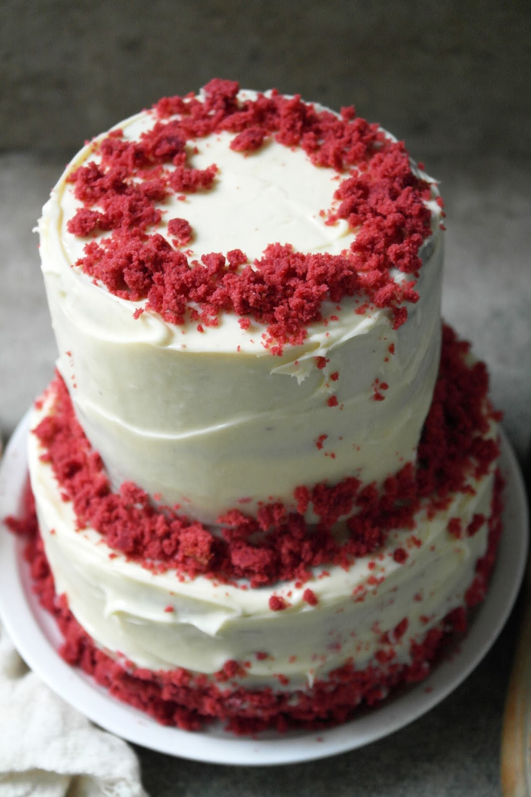 red velvet cake with white chocolate cream cheese frosting - twigg ...