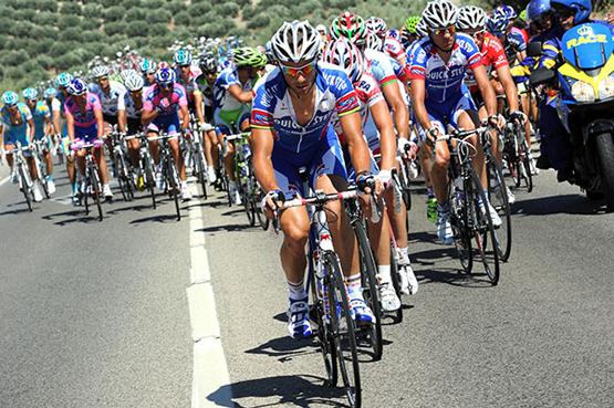 pelotón vuelta ciclista