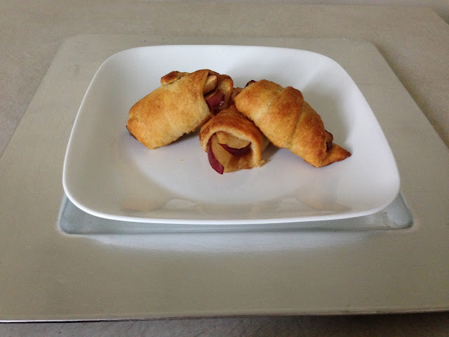 apple crescent rolls, apple pie, apples, baking, cinnamon, crescent rolls, good eats, ingredients, recipe, sugar, cinnamon sugar apple rolls