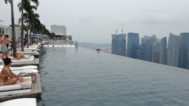 Revit projects el rascacielos marina bay una nueva for Hotel singapur piscina