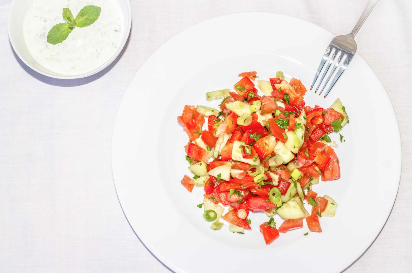 Knackiger Salat mit leckerem Joghurt Dressing Rezept