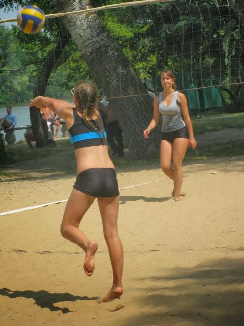 тренировка по пляжному волейболу