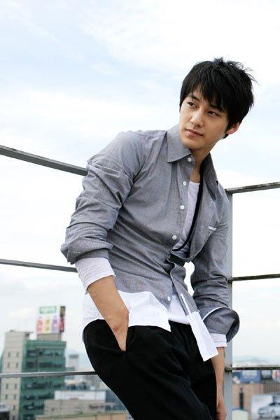 CANTANTE KOREANO Jung Ji-Hoon  RECHAZA A MEGAN FOX AL PARECER SE LE CHORREA EL HELADO ESTO CONFIRMA MIS SOSPECHAS SOBRE LOS KOREANITOS  Kimbum-20100613