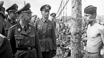 Heinrich Himmler visita un campo de prisioneros en Rusia
