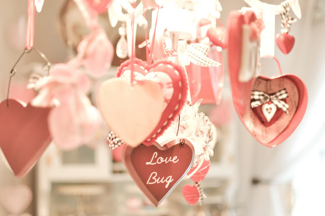 Domestic fashionista valentine 39 s day decorations 2012 for Home made valentine decorations