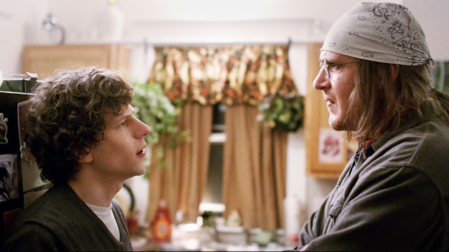 "Jesse Eisenberg and Jason Segel talk (and talk) in ""The End of the Tour"""