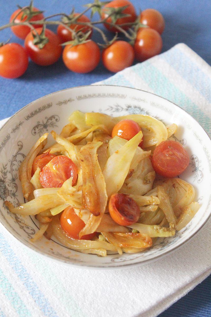 Fenkuł z pomidorami