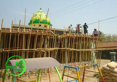 FOTO : Pengecoran kanopi Mesjid Assyafa'ah,