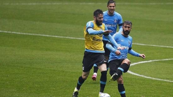 Com a vantagem do empate, Grêmio treina para confronto com o Coritiba