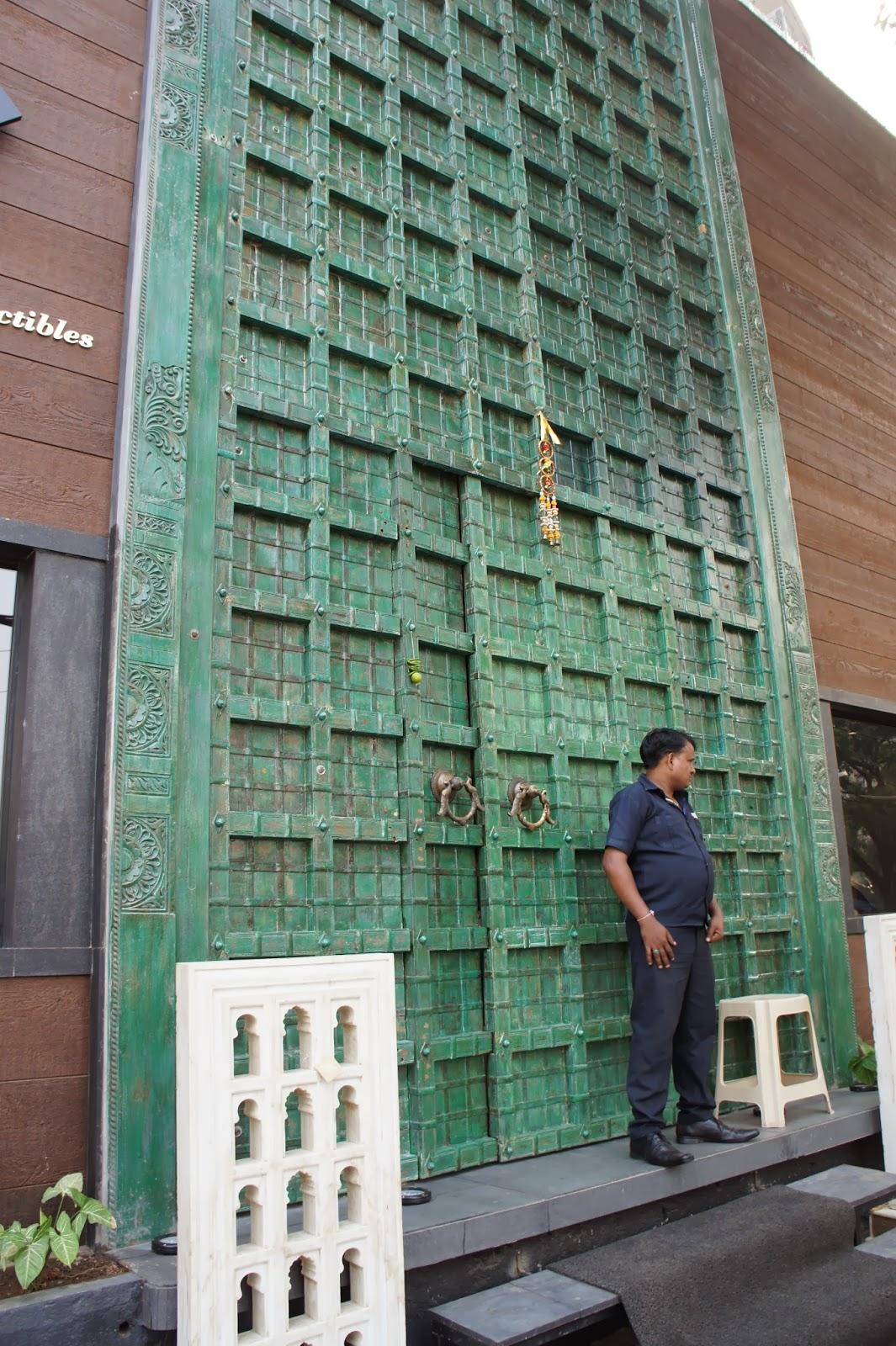 I told you the doors were big! & BombayJules: The Big Door (Mumbai) : Interiors \u0026 Jewellery