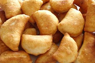 Pierogi na ciescie drozdzowym, empanadillas de setas y chucrut