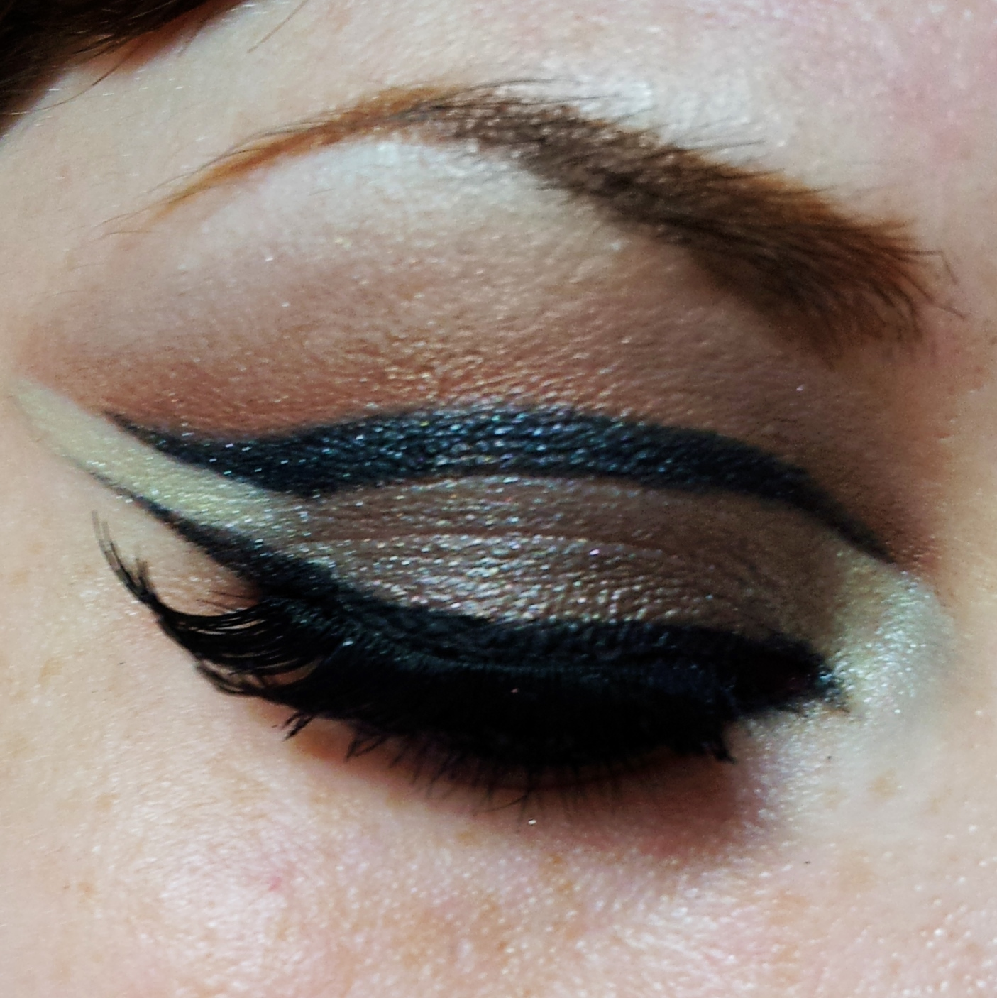 Make it all up illamasqua reflection palette tutorial illamasqua reflection palette tutorial baditri Image collections