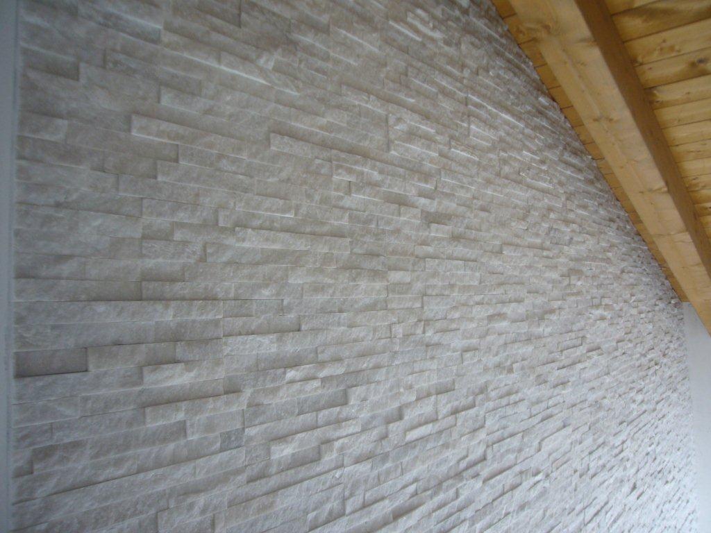 Rivestimento parete rivestimento pietra quarzite for Parete pietra