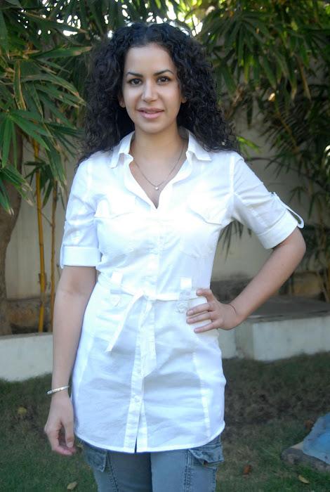 ayesha new , ayesha actress pics
