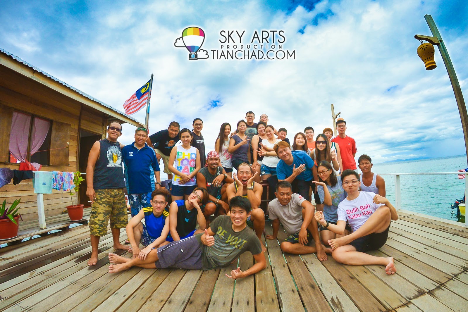 A group picture of us who stay at the same lodge in Mabul Island Spheredivers Lodge @ Mabul Island