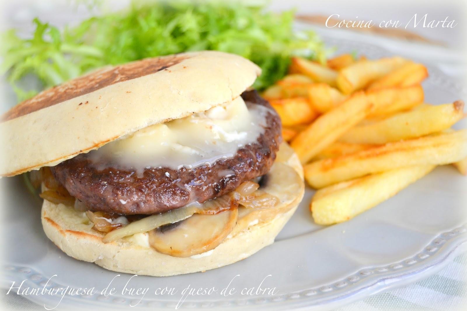 hamburguesa de buey con queso de cabra