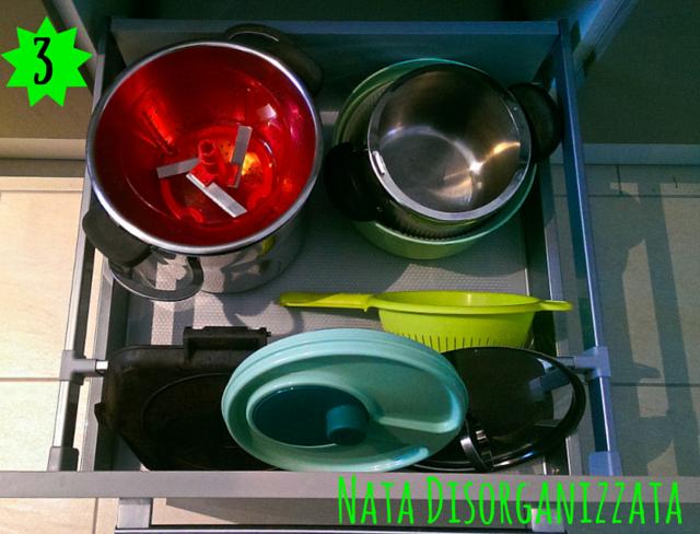 cassetto pentole organizzate
