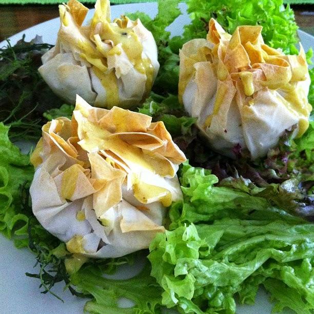 Dinner, vegan, food, foodblogger, eatclean, kipferlundkrapferl, filoteig, gemüsepäckchen, salat, dressing, gemüse