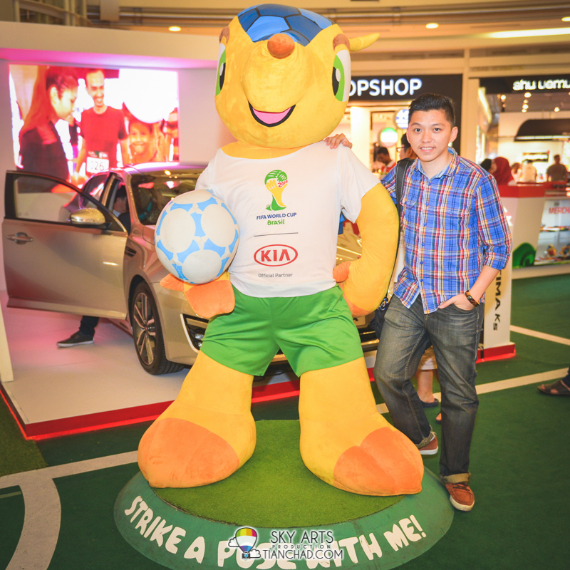 TianChad picture with Fuleco at KIA On Tour Roadshow @ KLCC