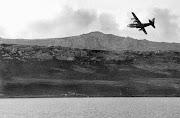 En Mayo de 1982 un Avion Hercules C-130 de la Fuerza Aerea Argentina arriba . rtr lb
