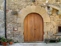 El portal de la façana nord del mas Barnils
