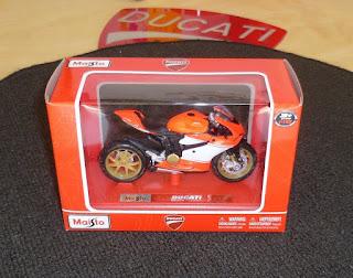 Ducati 1199 Superleggera Modell Maisto 1:18 NEU