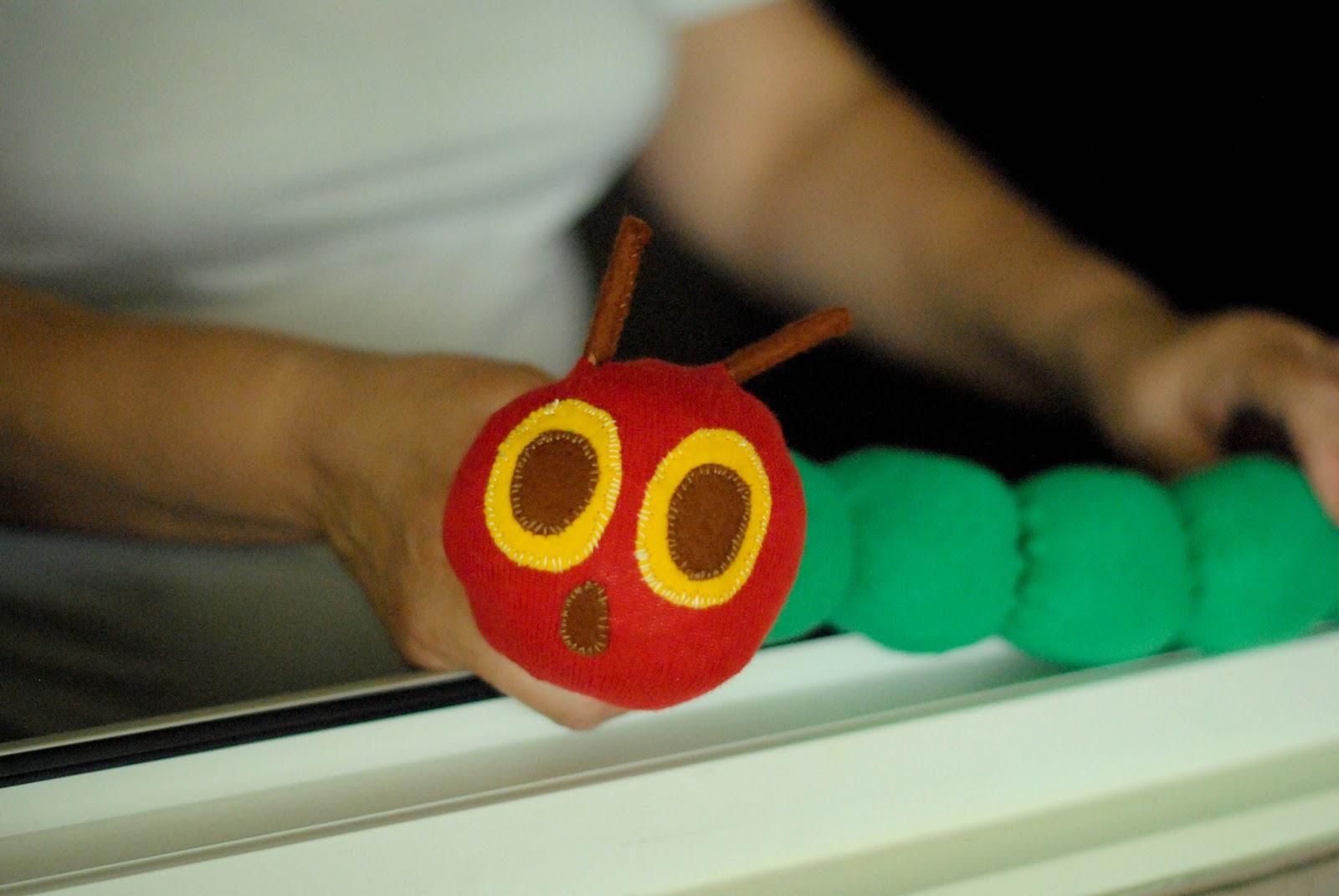 Гусеница из носка своими руками - Учебно-методический кабинет