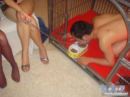 Foto Pria Disiksa 3 Wanita Beredar di Internet !