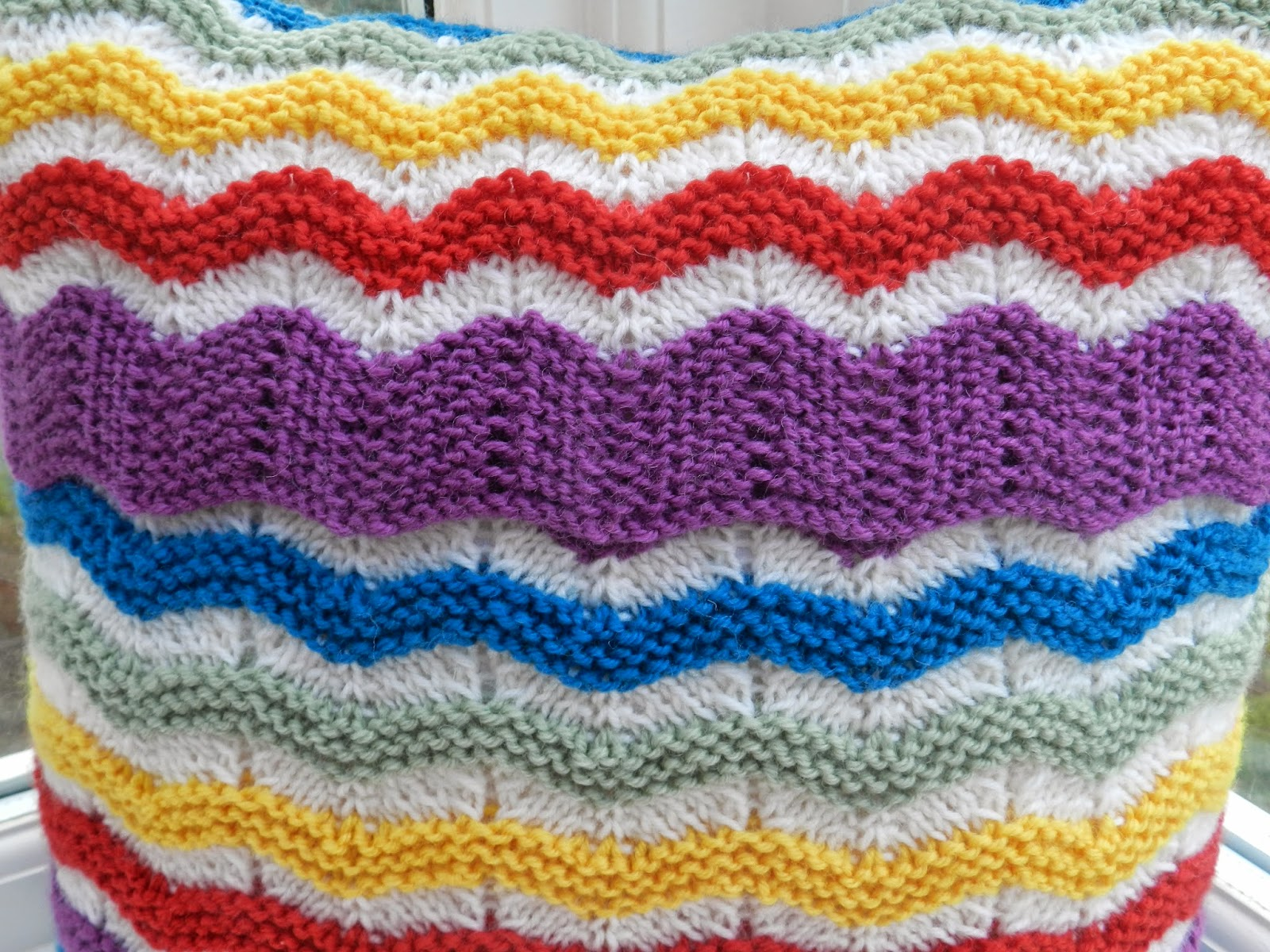 Rainbow Cushion Knitting Pattern : Emma Vining Hand Knitting: Knit Today Magazine, Issue 100