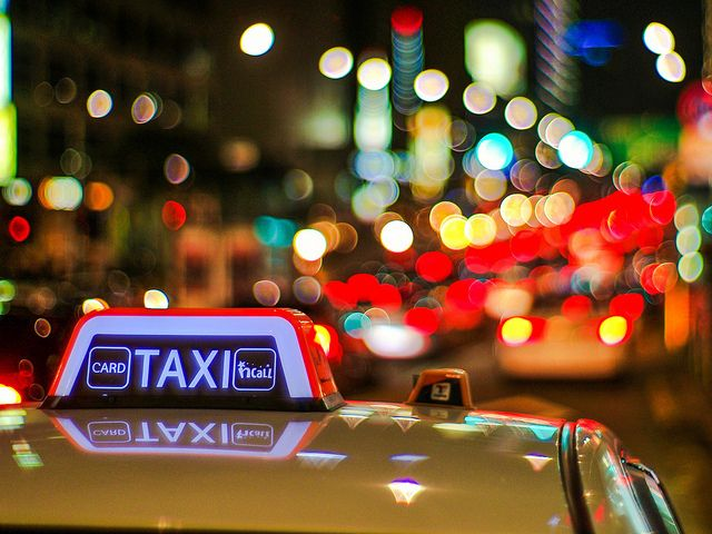 Taxi y luces