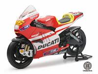 Valentino Rossi - Ducati Desmosedici GP11 Diecast Miniatur