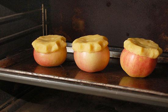 كيفية صنع فطائر التفاح داخل التفاحة نفسها %D8%AA%D9%81%D8%A7%D