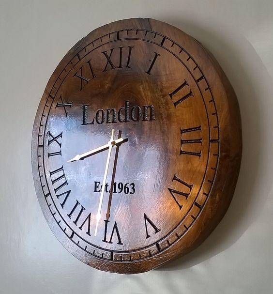 Reloj de madera